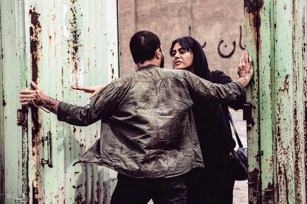 https://teater.ir/uploads/files/1399/bahman-99/فیلم-کوتاه-انبار-43.jpg