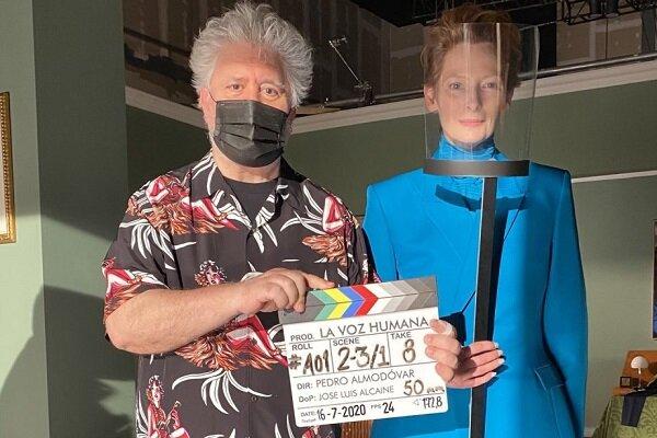 پدرو آلمادوار به زبان انگلیسی فیلم میسازد